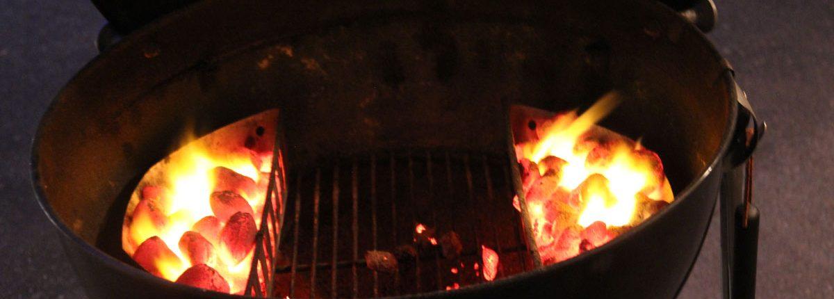 Räuchern mit Matador´s BBQ Smoking Chips - Glühende Kohlen im Kugelgrill