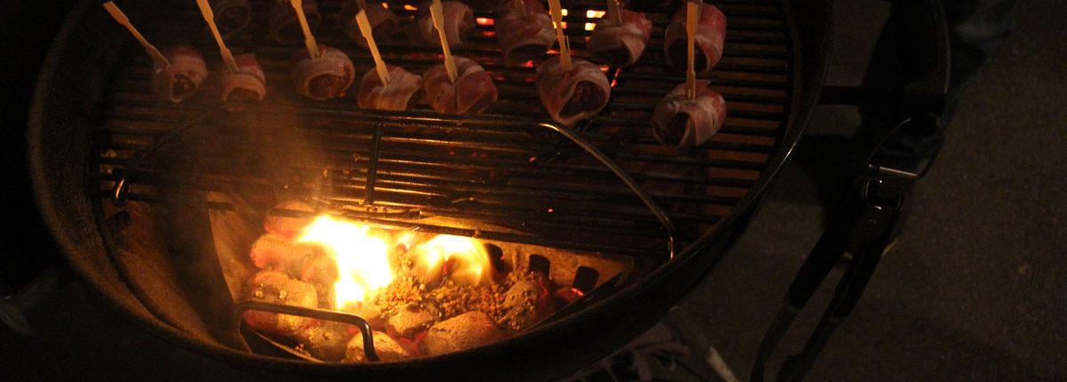 Räuchern mit Matador´s BBQ Smoking Chips - Olivenkerne auf Glut
